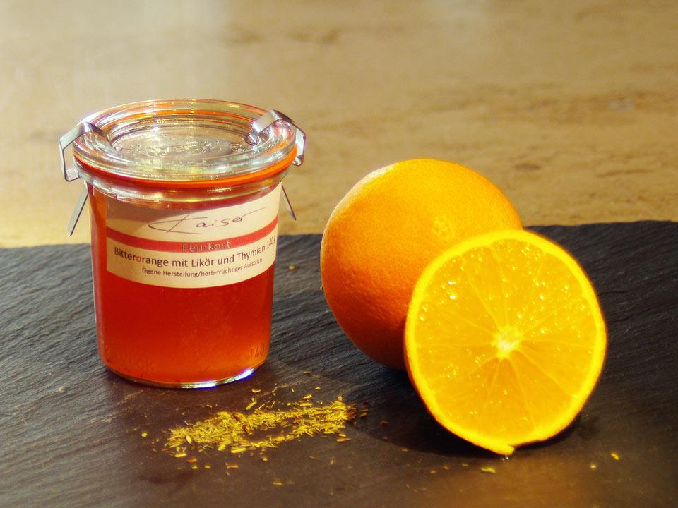 Bitter-Orange mit Likör und Thymian